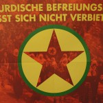 Der kurdische Befreiungskampf läßt sich nicht verbieten | Plakat gegen das PKK-Verbot aus den 1990er Jahren