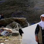Friedens- und Samstagmütter schließen sich bei Gever den lebenden Schutzschilde an