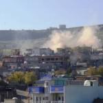 Cizre: Panzer über der Stadt bedrohen die Bevölkerung   Foto: DIHA
