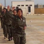 Auszubildene YPJ Kämpferinnen der Akademie Şehid Rojda