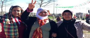 Gemeinsam auf dem Newroz in Amed