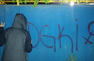 Graffiti der Revolutionären Jungen Frauen Initiative (DGKİ – Devrimci Genç Kadın İnisiyatifi)