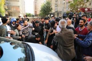 Verletzte und Verhaftungen nach der Festnahme der Co-BürgermeisterInnen in Amed
