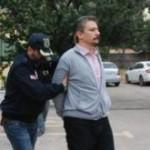 Alp Altinörs wird in Handschellen abgeführt