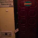 Versiegelte Tür des geschlossenen Rojava Hilfsvereins