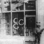 Von Faschisten zerstörtes Geschäft in Mereş