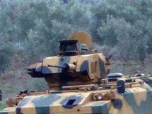 Schweres militärisches Gerät an der Grenze zum Kanton Afrîn | Foto: ANHA